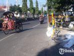 jalan-menggelembung-yang-diduga-akibat-proyek-pipanisasi-pdam-di-jalan-gubernur-surya-gresik.jpg
