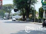 jalan-raya-diponegoro-depan-pusat-perbelanjaan-modern-kota-batu-tampak-lengang-saat-psbb-malang-raya.jpg