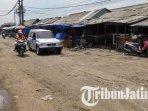 jalan-rusak-di-pasar-gadang-malang-makin-parah-pedagang-keluhkan-kemacetan-hingga-minta-perbaikan1.jpg