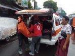 jenazah-korban-kecelakaan-di-jalan-raya-gadang-malang-dievakuasi-oleh-tim-medis-pmi-kota-malang.jpg