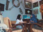 kafe-grandfather-surabaya-jl-kalasan-no-25-i-kafe-vintage-jadul-travel.jpg