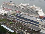 kapal-pesiar-internasional-genting-dream-yang-sedang-sandar-di-pelabuhan-tanjung-perak-surabaya_20180523_205809.jpg