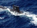 kapal-selam-tni-angkatan-laut-kri-nanggala-402-berlayar-di-perairan-tuban.jpg