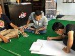 karang-taruna-patriot-desa-brumbungan-lor-probolinggo-menyiapkan-ruang-belajar-online-gratis.jpg