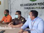 kasi-pidum-kejari-tanjung-perak-surabaya-bersama-wakil-kepala-pt-pos-indonesia.jpg