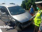 kecelakaan-di-pembatas-jalan-exit-tol-penompo.jpg
