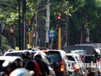 kepadatan-lalu-lintas-di-persimpangan-jalan-soekarno-hatta-menuju-kota-batu.jpg