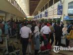kepadatan-pemudik-di-bandara-juanda-surabaya_20180621_121400.jpg