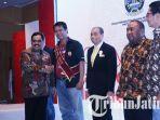 kepala-disperindag-jatim-drajat-irawan-di-acara-gebyar-cinta-produk-indonesia.jpg