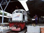 kereta-api-turangga-dari-stasiun-gubeng-surabaya.jpg