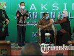 ketua-dprd-lumajang-anang-achmad-syaifuddin-mendapatkan-vaksin-covid-19-sinovac.jpg
