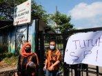 ketua-srikandi-pemuda-pancasila-kota-batu-dewi-kartika-keluar-dari-pintu-selamat-pagi-indonesia.jpg
