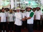 khofifah-indar-parawansa-hadiri-pelantikan-pengurus-dpk-himpunan-kerukunan-tani-indonesia_20180611_085339.jpg