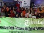 khofifah-indar-parawansa-menerima-kunjungan-bacaleg-perempuan-lintas-partai_20180730_134539.jpg
