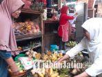 khofifah-indar-parawansa-mengunjungi-pasar-ngaglik-tuban_20180320_112156.jpg