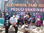 khofifah-indar-parawansa-meninjau-vaksinasi-untuk-masyarakat-kawasan-hutan.jpg