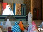khofifah-indar-parawansa-tarawih-di-masjid-al-akbar-surabaya-1.jpg