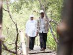 khofifah-saat-menikmati-hutan-mangrove-di-desa-ngulin-pasuruan_20180319_211249.jpg