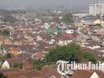 komplek-permukiman-padat-penduduk-di-kota-malang-ilustrasi-cuaca-cerah.jpg