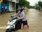 kondisi-banjir-di-jalan-imam-bonjol-kelurahan-dalpenang-sampang-madura.jpg