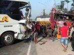 kondisi-bus-mira-tabraktruk-tangki-di-jalan-raya-ngemplak-pagerwojo-perak-kabupaten-jombang.jpg