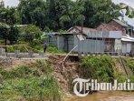 kondisi-dinding-penahan-tanggul-rusak-diterjang-derasnya-air-sungai-brangkal-di-kabupaten-mojokerto.jpg