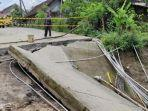 kondisi-jalan-dan-jembatan-terputus-di-dusun-sumberdadi-desa-gunungsari-kecamatan-dawarblandong.jpg
