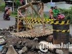kondisi-jembatan-di-lingkungan-ngrebo-kelurahan-gedog-kecamatan-sananwetan-kota-blitar-jebol.jpg
