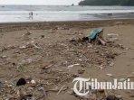 kondisi-pantai-gemah-tulungagung-saat-ppkm-level-4-ilustrasi-sampah-di-pantai.jpg