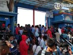 kondisi-pintu-masuk-stadion-persela-lamongan-melawan-persebaya_20180330_145058.jpg