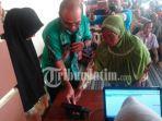lansia-simulasi-electronic-voting-e-voting-desa-baron-kecamatankabupaten-magetan.jpg