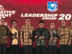 leadership-award-bupati-banyuwangi_20171219_115037.jpg