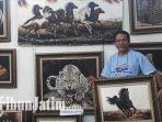 lukisan-berbahan-bulu-unggas-pameran-pasar-seni-lukis-indonesia-indonesia-art-mart-2018-jx_20181012_201640.jpg