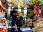 m-yahya-pedagang-sembako-di-pasar-wonokromo.jpg