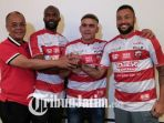 madura-united-kenalkan-striker-baru_20180118_135407.jpg