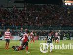 madura-united-vs-bali-united-di-stadion-gelora-bangkalan-madura-minggu-362018_20180604_135753.jpg