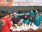 mahasiswa-baru-stie-perbanas-surabaya-bagikan-daging-kurban-pada-warga-surabaya.jpg