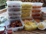 makanan-dan-buah-buahan-donasi-dari-dermawan-untuk-warga-di-kediri.jpg