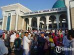 masjid-agung-surabaya-al-akbar-idul-fitri_20180615_141312.jpg