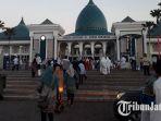 masjid-nasional-al-akbar-surabaya-saat-ibadah-salat-idul-fitri_20180615_074522.jpg