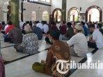masjid-rahmat-kembang-kuning-surabaya-gelar-salat-jumat-ilustrasi-salat-ilustrasi-sholat.jpg