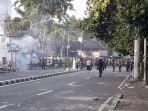 massa-aksi-22-mei-lempari-batu-dan-bom-molotov-ke-asrama-brimob-jakarta.jpg