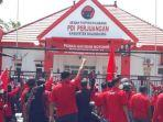 massa-pdi-perjuangan-bojonegoro-unjuk-rasa-di-kantor-partai-sebagai-bentuk-aksi-solidaritas.jpg