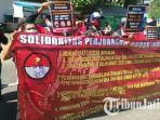 massa-solidaritas-perjuangan-buruh-indonesia-kfc-gelar-demo.jpg
