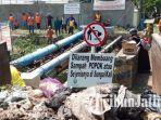 masyarakat-desa-cangkir-kecamatan-driyorejo-gresik-membersihkan-sampah.jpg