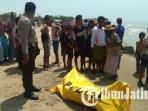 mayat-tanpa-identitas-ditemukan-mengapung-di-perairan-pantai-wisata-jumiang-pamekasan-madura_20181021_155013.jpg