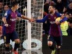 megabintang-fc-barcelona-lionel-messi-merayakan-gol-dengan-luis-suarez.jpg