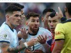megabintang-timnas-argentina-lionel-messi-tengah-kartu-merah-copa-america-2019.jpg
