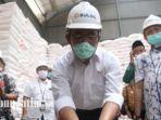 menteri-koordinator-pembangunan-manusia-dan-kebudayaan-muhadjir-effendy-meninjau-gudang-bulog.jpg