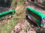 minibus-jatuh-ke-jurang-sedalam-20-meter.jpg